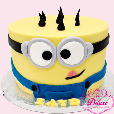 Gâteau d'anniversaire thème Minions rigolo
